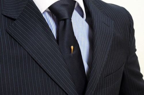 Ihlice do kravaty, kravata, oblek, džentlmen, kodex džentlmena, kodex gentlemana, elegancia muž, sako, košeľa