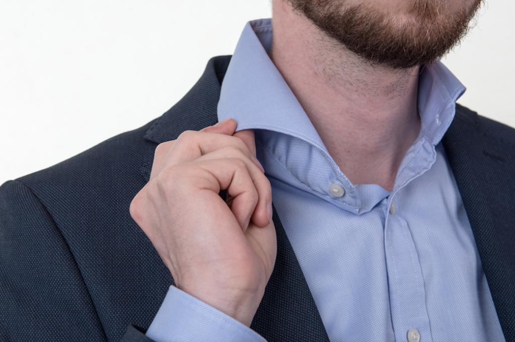 Obleková košeľa Stevula modrá košela cutaway golier detail golier