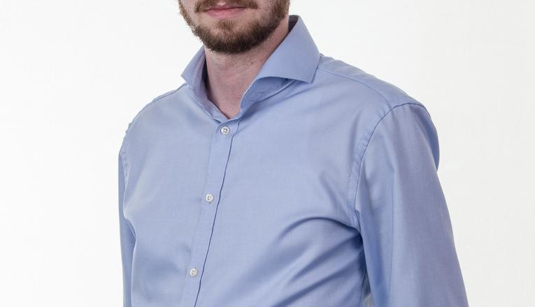 Obleková košeľa Stevula modrá košela cutaway golier detail rameno